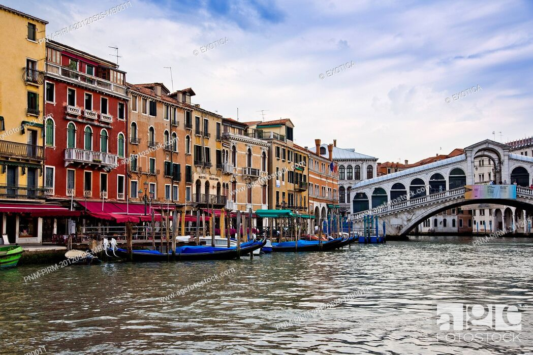 Stock Photo: Bridge over a canal, Rialto Bridge, Grand Canal, Venice, Veneto, Italy.