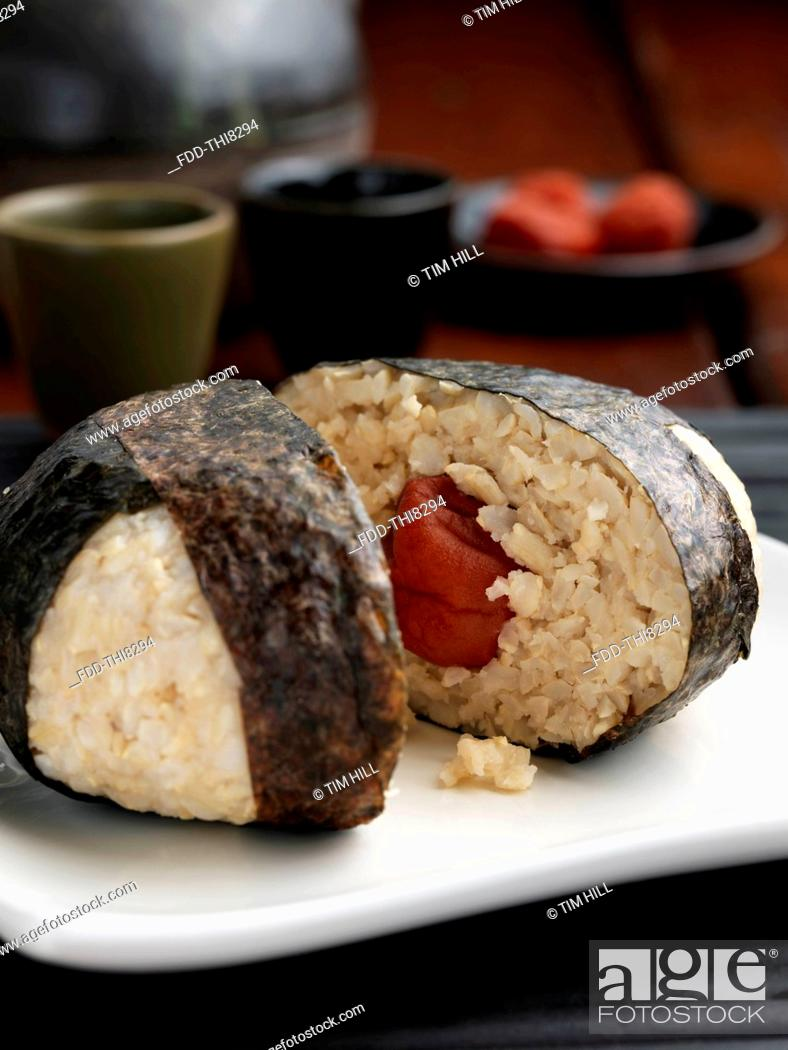 Imagen: Rice ball wrapped in seaweed.