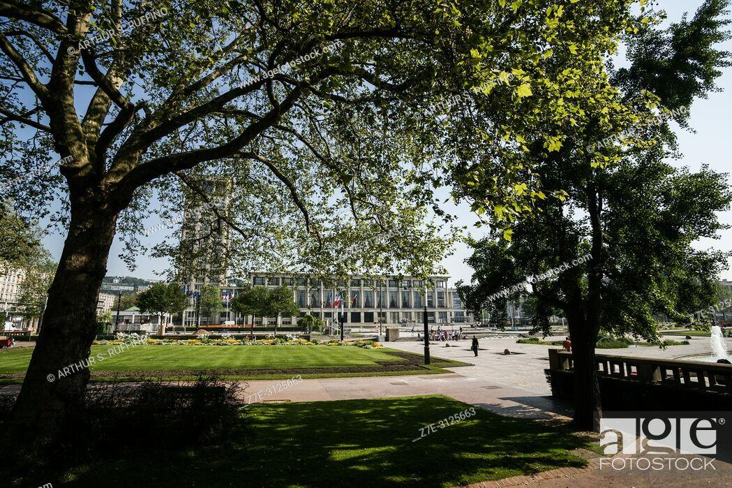 Stock Photo: City Hall Gardens (Jardins de l'Hôtel de Ville), Place de l'Hôtel de Ville. Le Havre, UNESCO World Heritage Site, Seine-Maritime Department, Normandy, France.