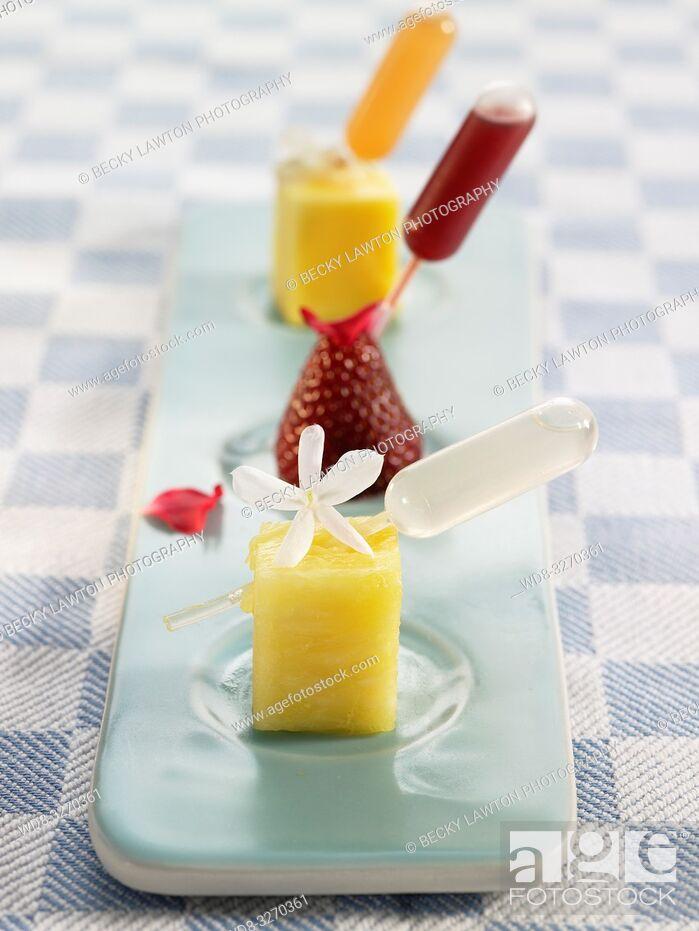 Imagen: frutas con pipetas de esencia de flores.