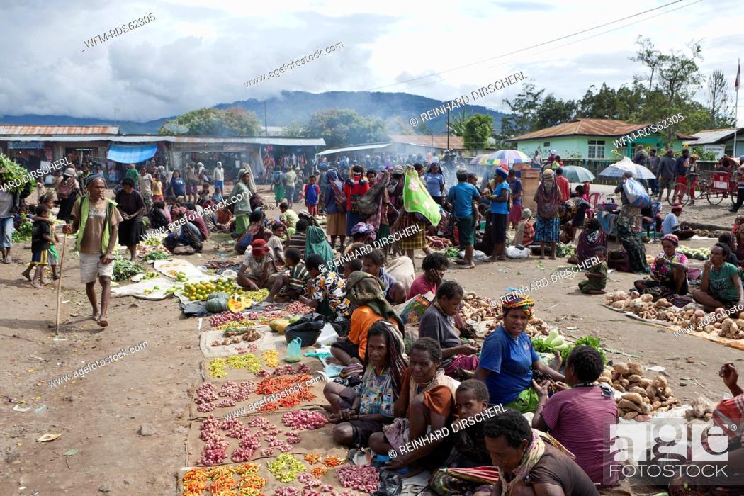 Stock Photo: Market of Wamena, Baliem Valley, West Papua, Indonesia.