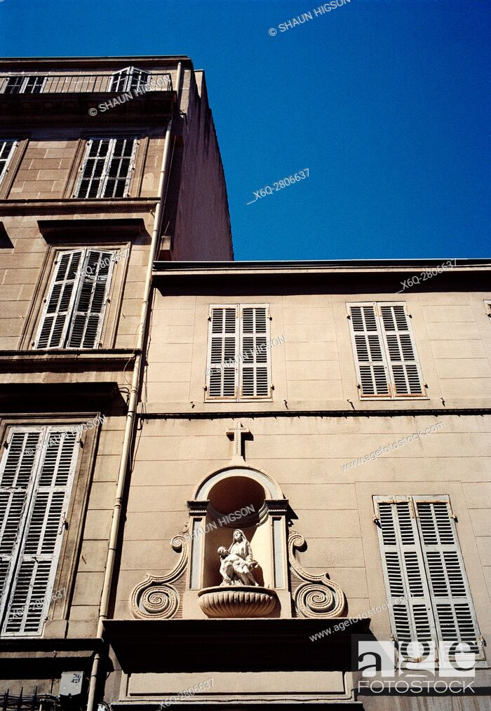 Imagen: A statue of the Madonna and Jesus known as Pieta above the entrance to a building in central Marseille in Provence-Alpes-Cote d'Azur in Bouches du Rhone in.