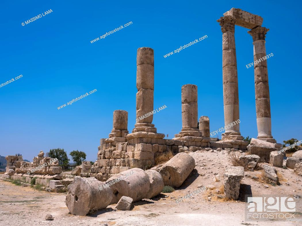 Imagen: ruins in the citadel in Amman, Jordan.