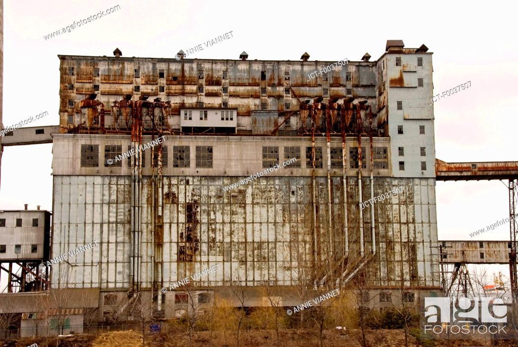 Stock Photo: Canada, Quebec, Montreal, pointe du moulin, silo.