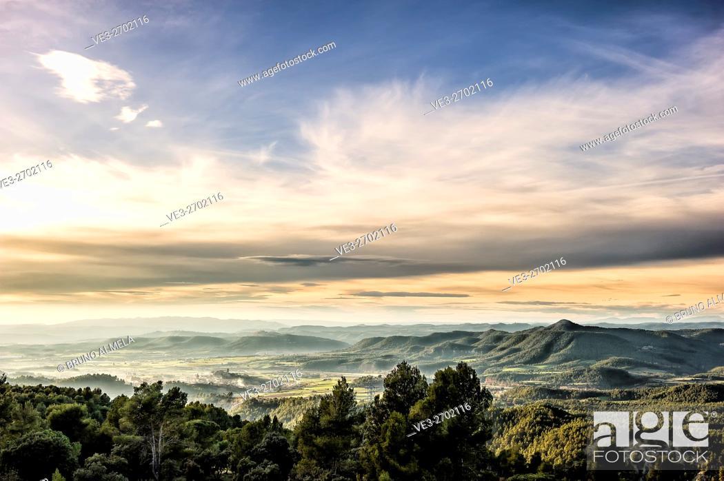 Imagen: View of Artés and Montcogul mountain range (Province of Barcelona, Catalonian, Spain).