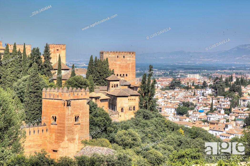 Imagen: alhambra of granada from generalife.