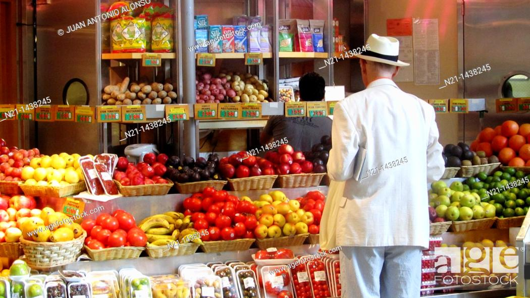 Stock Photo: Gentleman shopping at a Fruit store in the Grand Central Market. Grand Central Terminal. New York, New York. USA.