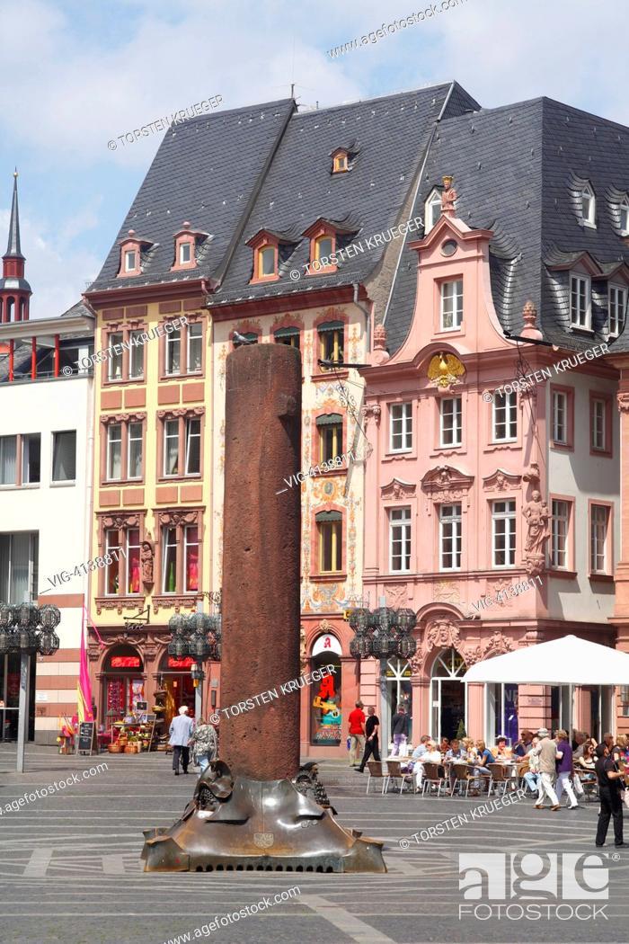Stock Photo: Mainz : Marktplatz mit Nagelsaeule und historischen Haeusern.