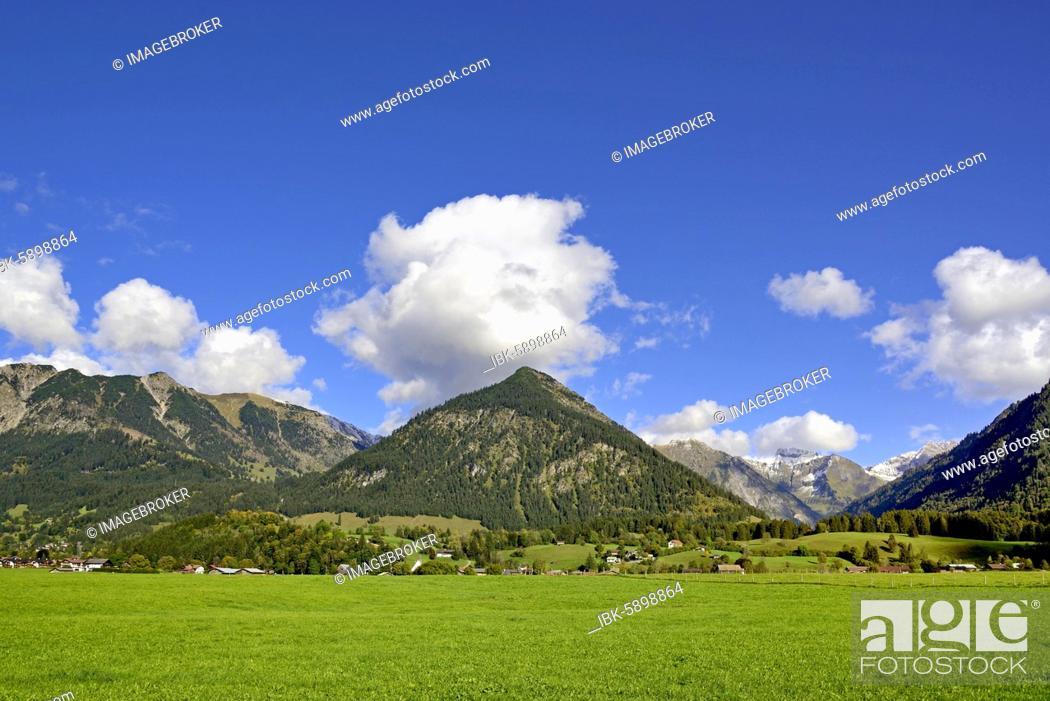 Stock Photo: Panoramic view from the Loretto Meadows to the mountains near Oberstdorf, Gaisalphorn 1953m, Nebelhorn 2224m and Schattenberg 1721m, Allgäu Alps, Allgäu.