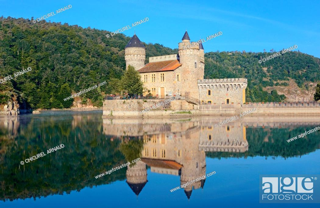Stock Photo: France, Loire, Saint Priest La Roche, the castle and the Loire river.