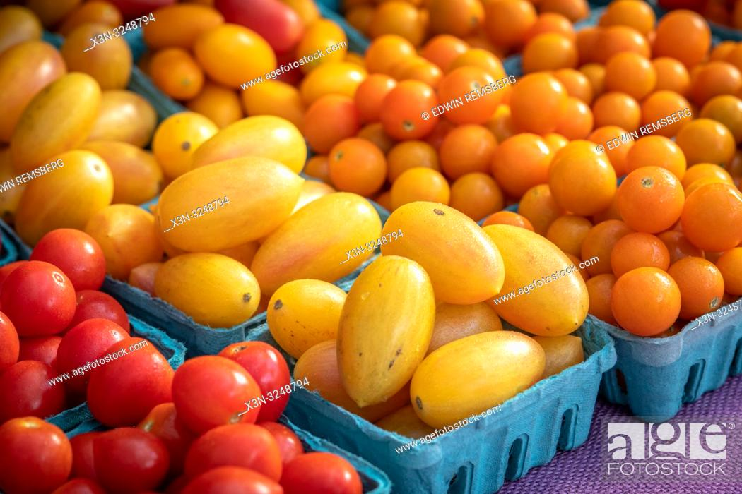 Imagen: Close-up of cartons full of red, yellow and orange cherry tomatoes (Solanum lycopersicum var. cerasiforme) for sale at farmers' market, Rehoboth Beach, Delaware.