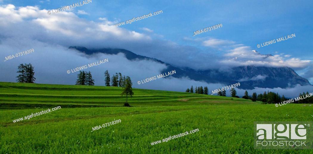 Stock Photo: Austria, Tyrol, Miemingen plateau.