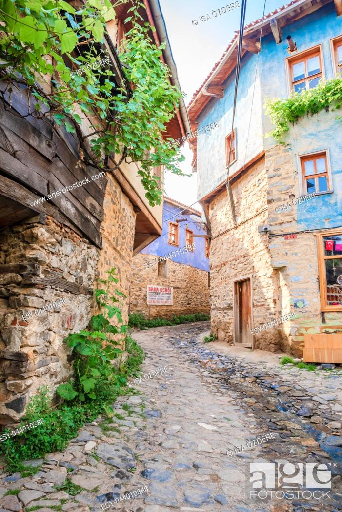 Imagen: View of historical Cumalikizik village,a popular destination for Tourists and locals in Bursa,Turkey. 20 May 2018.