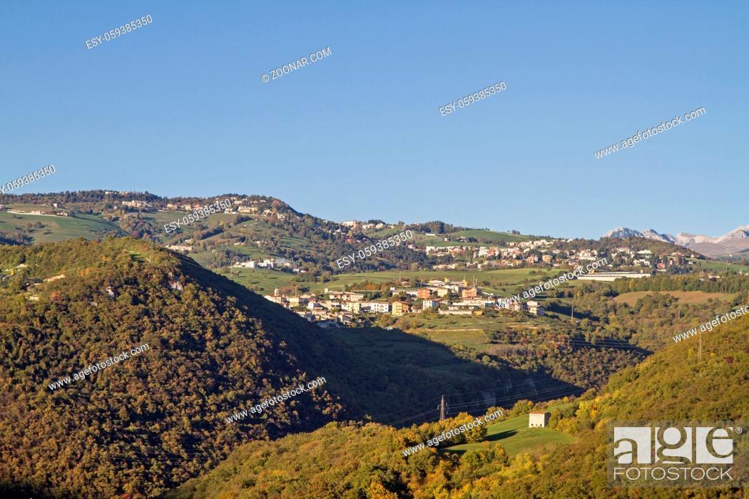 Imagen: Die Lessinischen Berge liegen nördlich von Verona und erheben sich rund um fünf Täler bis auf 1700 Meter Höhe.