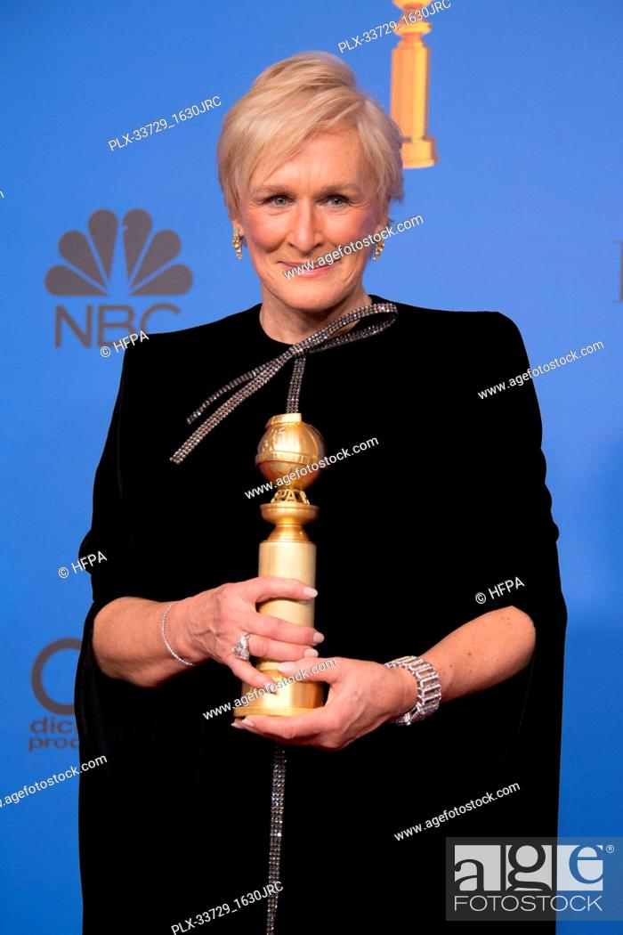 "Imagen: After winning the category of BEST PERFORMANCE BY AN ACTRESS IN A MOTION PICTURE – DRAMA for her role in """"The Wife,"""" actress Glenn Close poses backstage in."