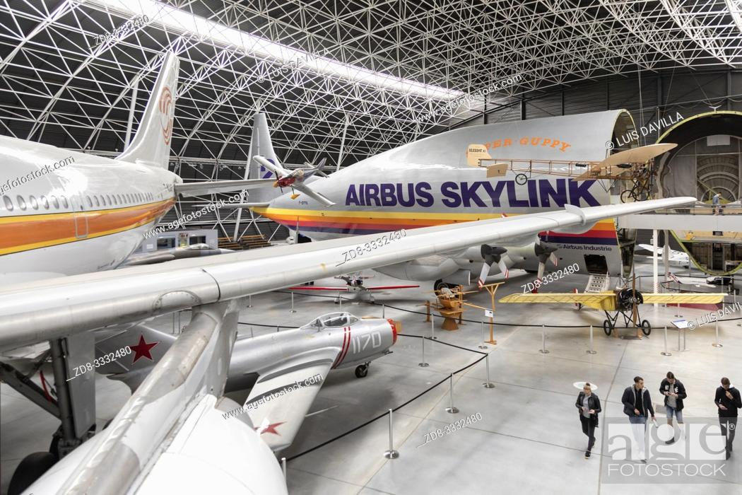 Imagen: inside aeroscopia museum with diferents aircrafts models. Toulouse. France.