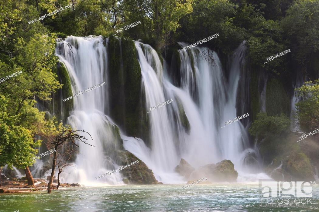Imagen: Kravice Waterfalls, West Herzegovina Canton, Bosnia and Herzegovina.