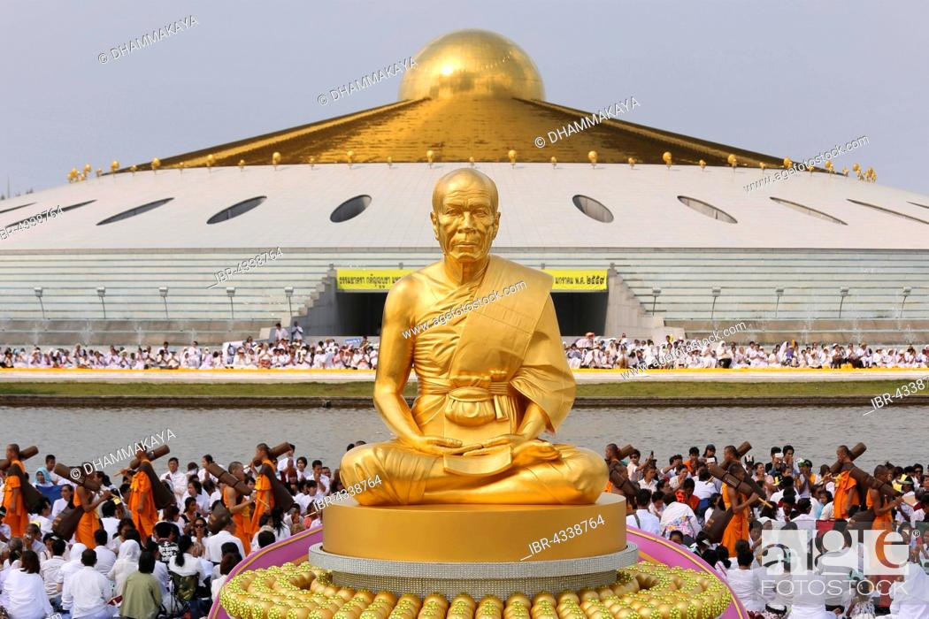 Golden Statue Of Phramonkolthepmuni Luang Pu Watpaknam Wat Phra