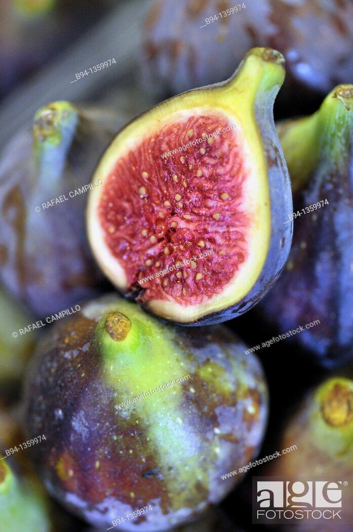 Stock Photo: Figs in La Boqueria market, Barcelona. Catalonia, Spain.