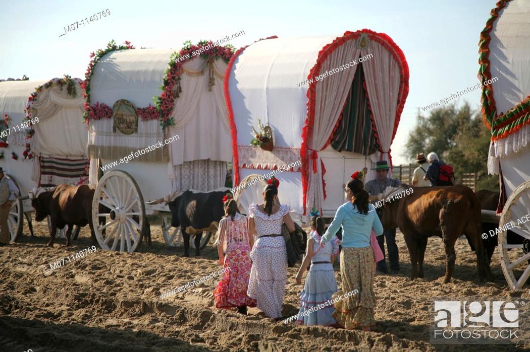 Imagen: Pilgrims walking the Way to El Rocio, Almonte, Huelva, Andalusia, Spain.