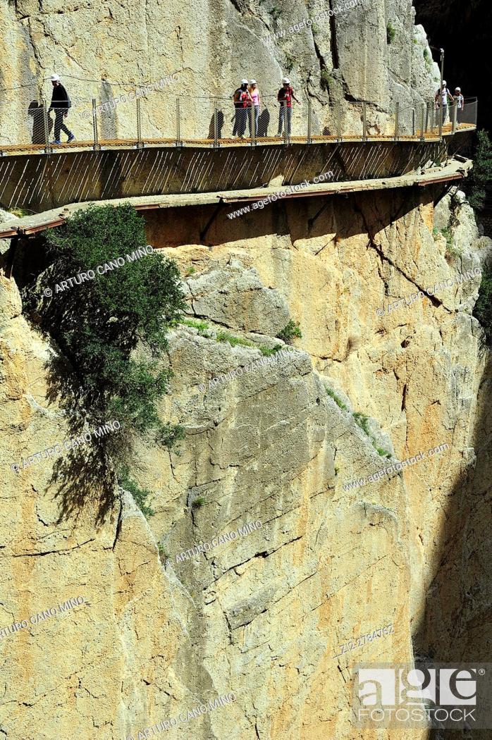Imagen: The Caminito del Rey is a path at the Desfiladero de los Gaitanes Natural Site. Malaga province, Spain.