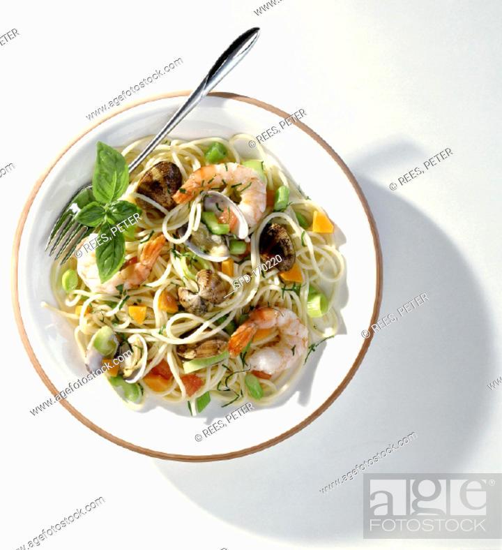 Stock Photo: Spaghetti frutti di mare.