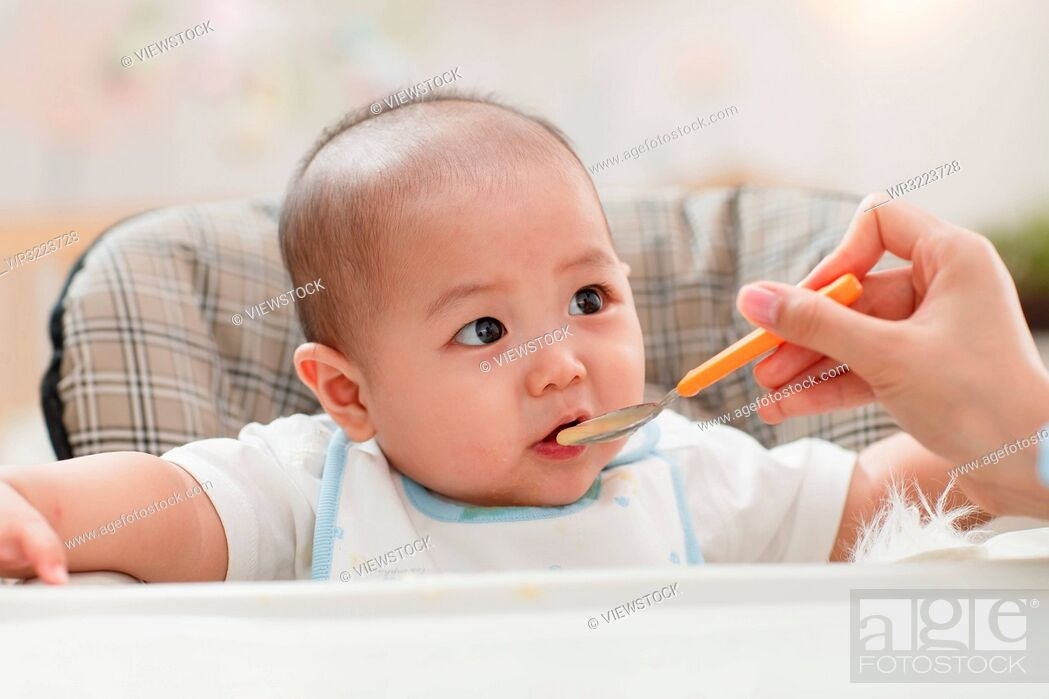 Stock Photo: Mother to feed the baby.
