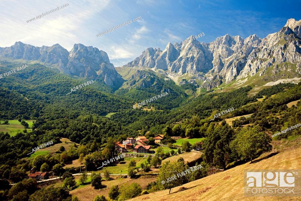 Stock Photo: Tanarrio Village near Potes, Picos de Europa National Park, Cantabria, Spain (September, 2009).