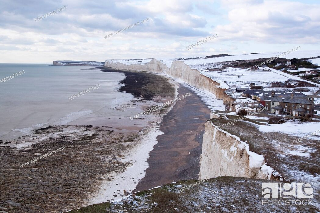 Imagen: A shot west from Birling Gap of Seven Sisters in Winter.