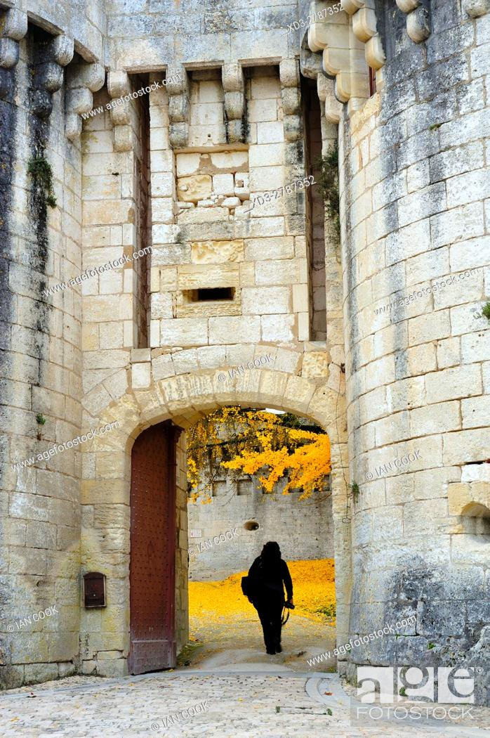 Stock Photo: entrance to Chateau Bourdeilles in autumn, Bourdeilles, Dordogne Department, Aquitaine, France.