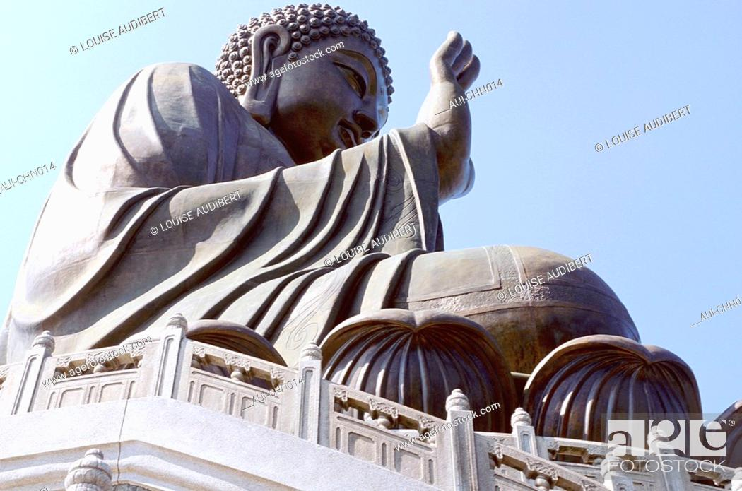 Stock Photo: Hong-Kong - ile de Lantau - Buddha statue 34m 202 tonnes.