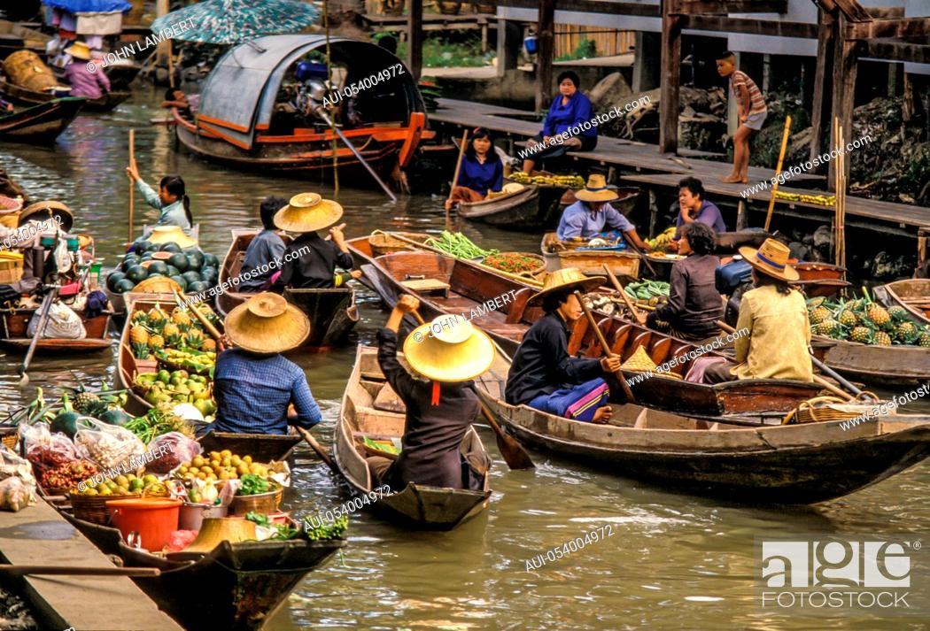 Stock Photo: thailand, bangkok, floating market of damnoen saduak.