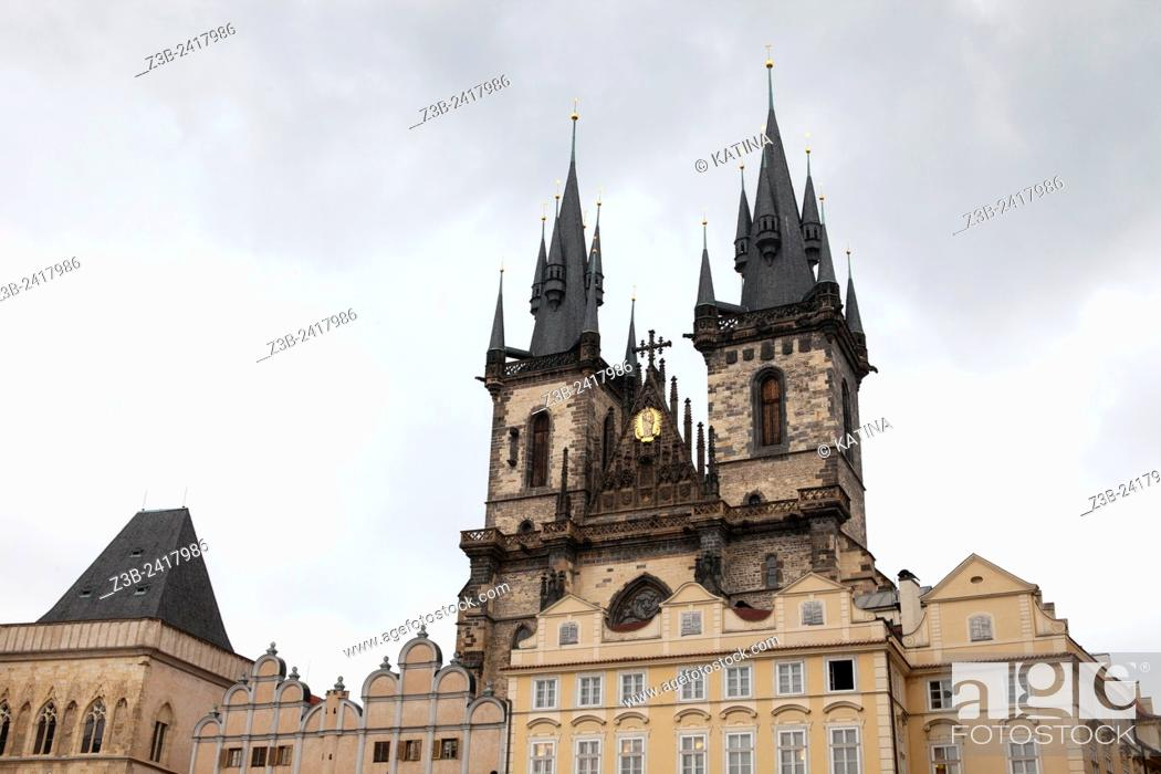 Imagen: Prague, Czech Republic, historical center listed as World Heritage by UNESCO, the old town (Stare Mesto), Old town Square (Staromestske namesti) with Tyn Church.