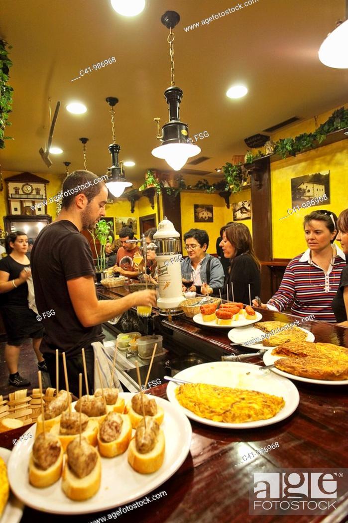 Imagen: Tapas at Bar Borda Berri, San Sebastian, Guipuzcoa, Basque Country, Spain.