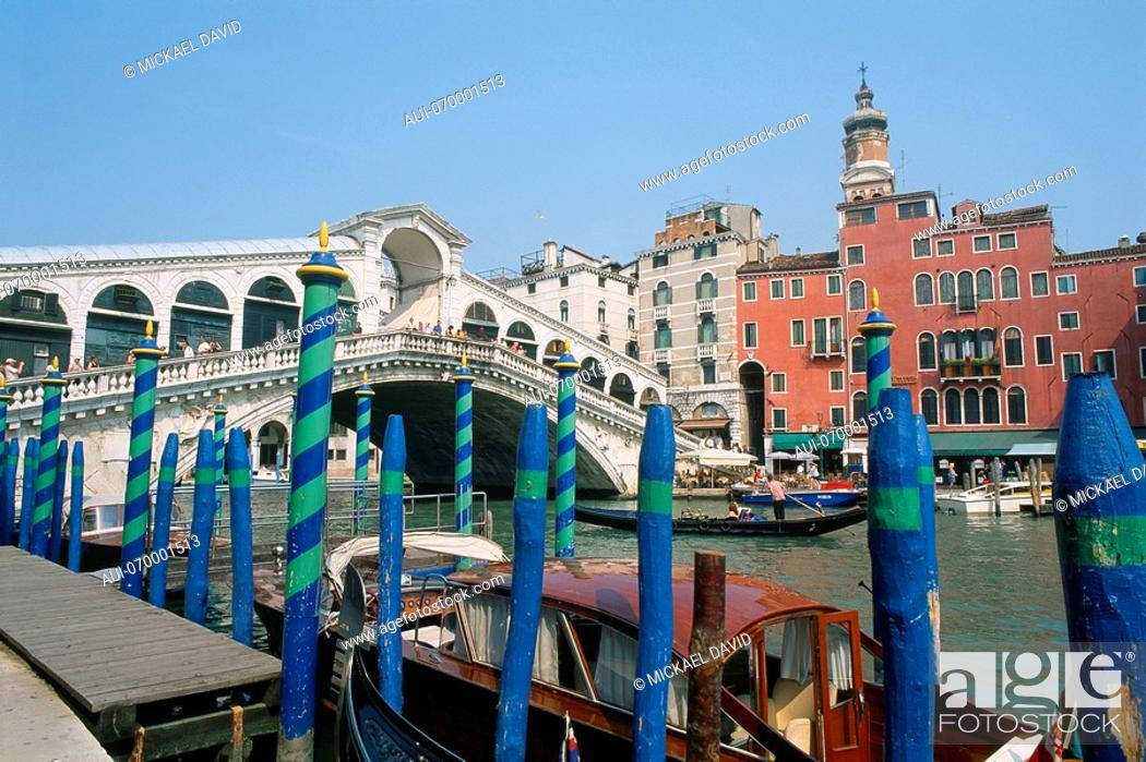 Stock Photo: Italy - Venice - Rialto - Bridge.