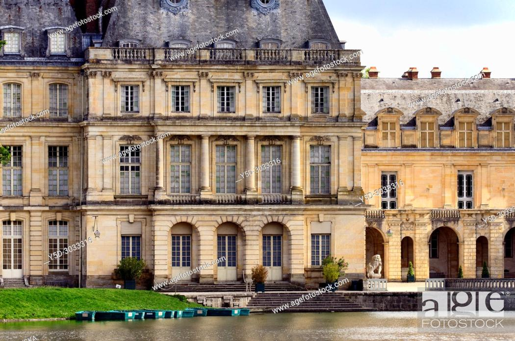 Stock Photo: Gros Pavilion built by Louis XV for the new royal apartments between 1750 and 1754, in front Carp pont, on right Cour de la Fontaine, Palace of Fontainebleau.
