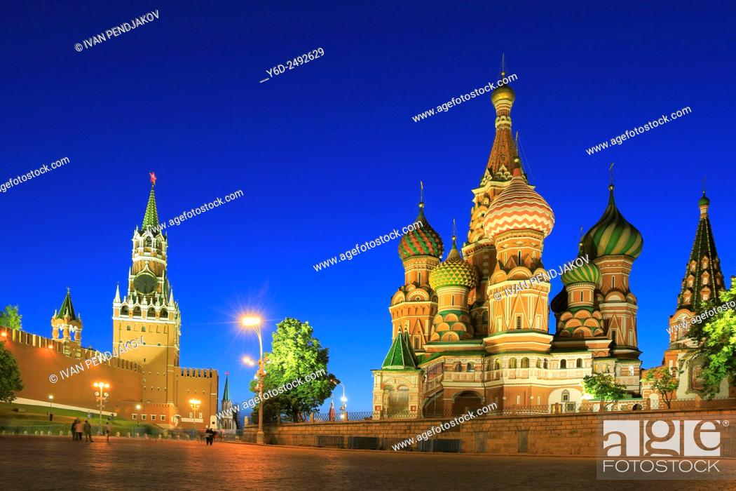 Photo de stock: The Kremlin and Saint Basil's Cathedral at Dusk, Moscow, Russia.