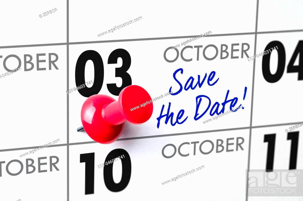 Photo de stock: Wall calendar with a red pin - October 03.