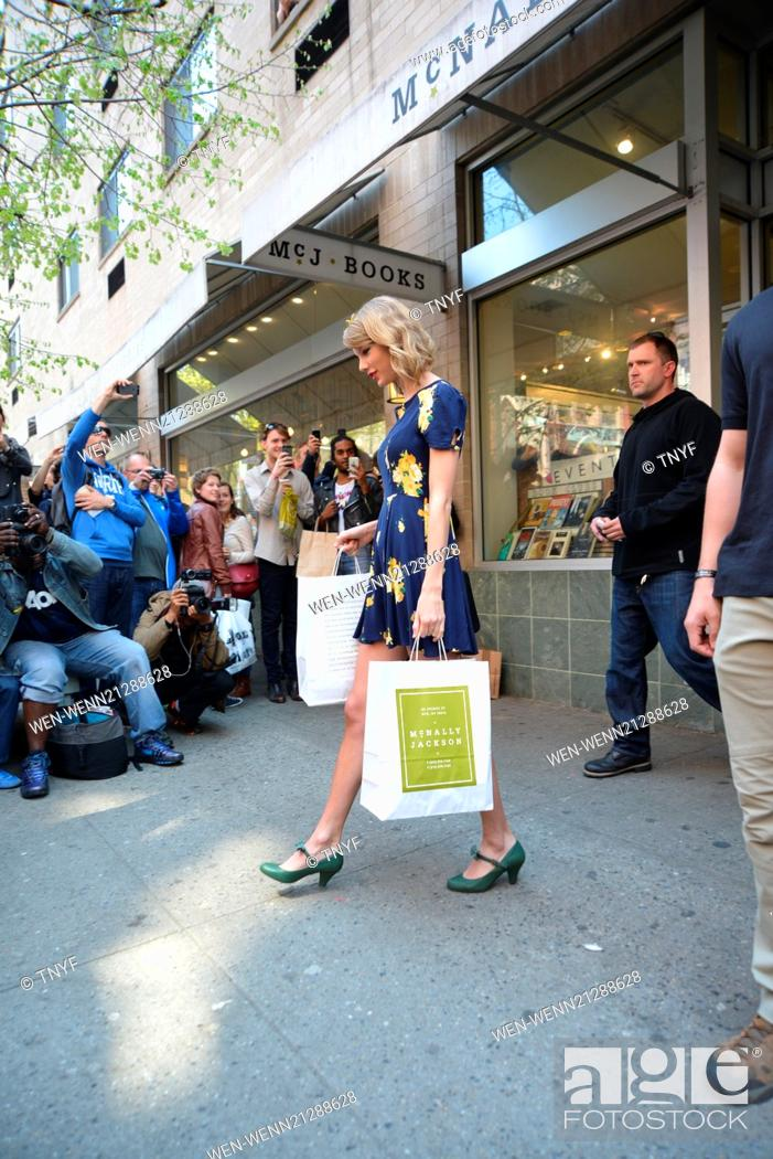 Taylor Swift Departs Mcnally Jackson Books After Shopping In Soho Featuring Taylor Swift Where Stock Photo Picture And Rights Managed Image Pic Wen Wenn21288628 Agefotostock