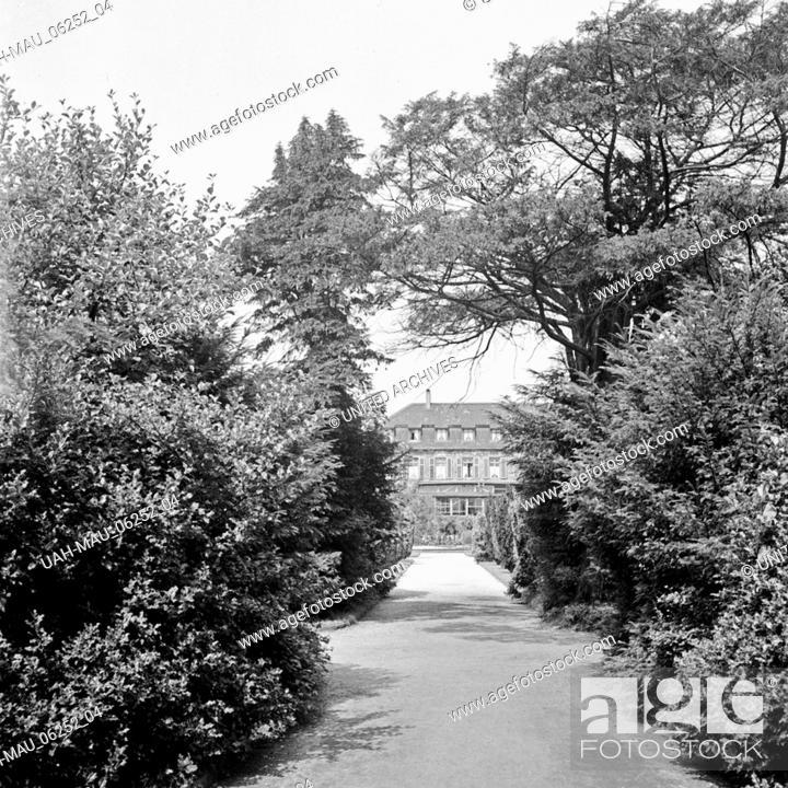Stock Photo: Schloss Berge, auch Haus Berge, in Gelsenkirchen Buer, Deutschland 1930er Jahre. Berge castle at Gelsenkirchen Buer, Germany 1930s-.