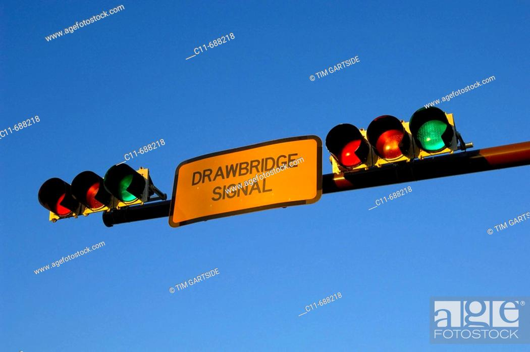 Stock Photo: American traffic lights, red, orange, amber, green overhead.