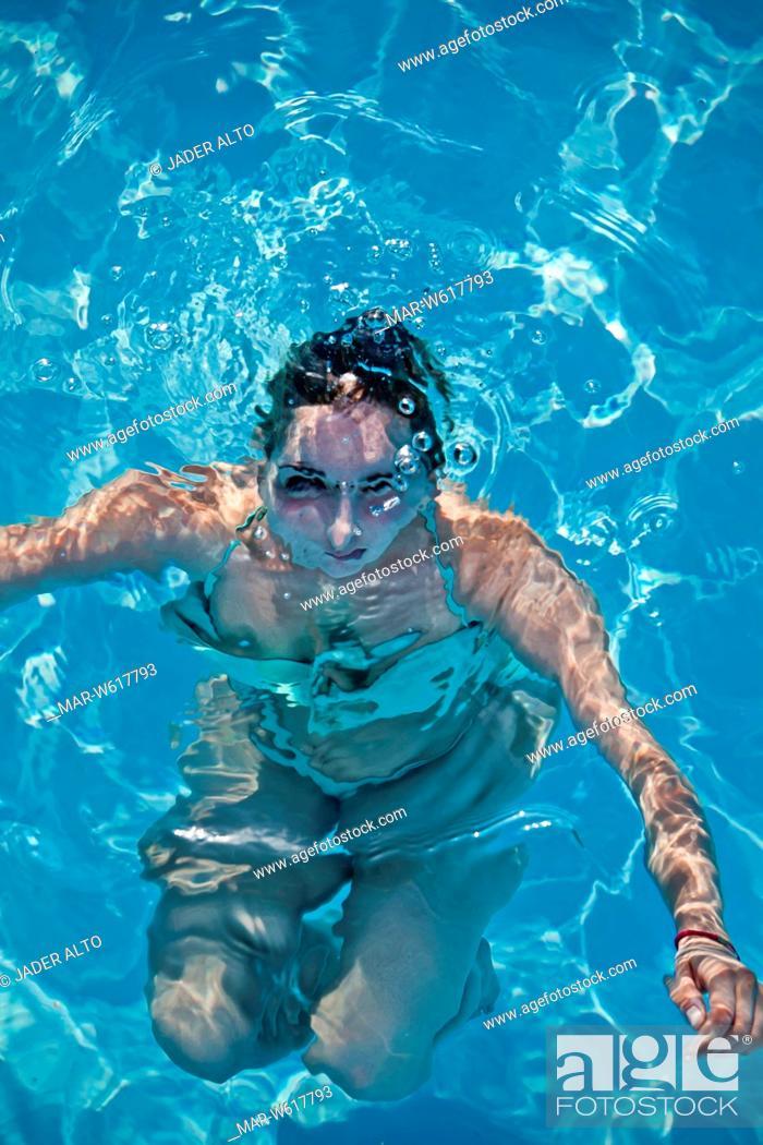 Stock Photo: donna in piscina.