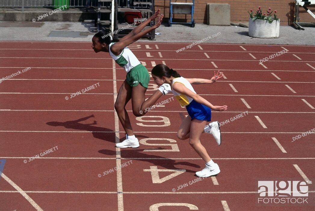 Imagen: Two Girls Finishing a Race, at Finishing Line on Track.