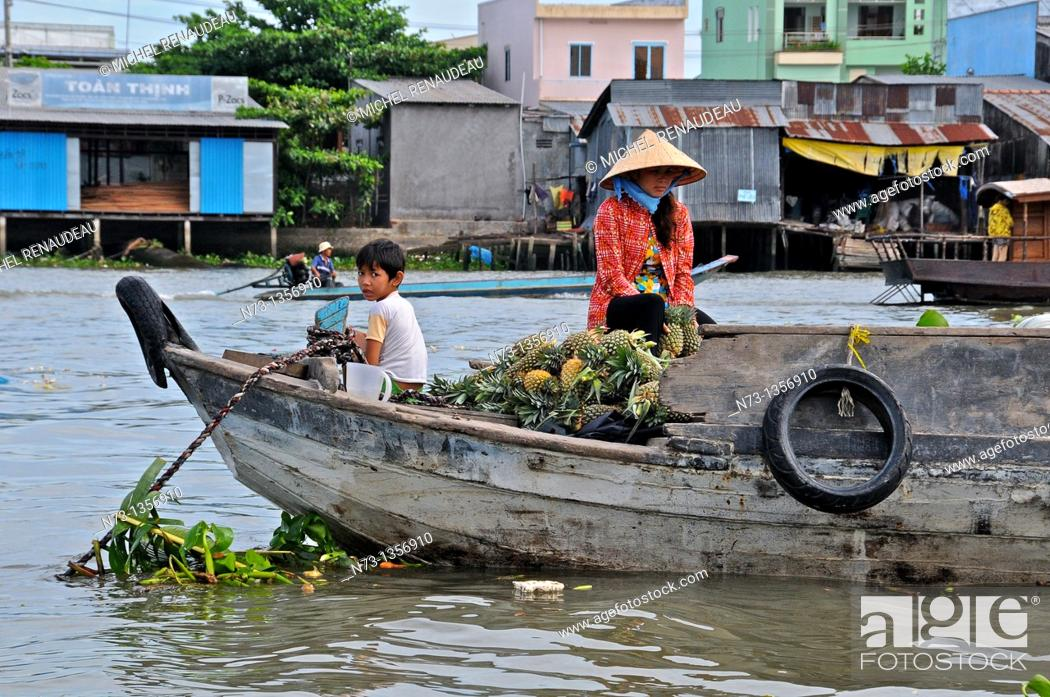 Stock Photo: Vietnam, Can Tho province, Mekong Delta, Can Tho Floating Market.