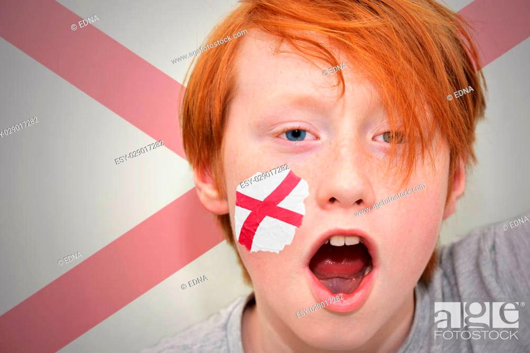 Imagen: redhead fan boy with alabama state flag painted on his face. on the alabama state flag background.