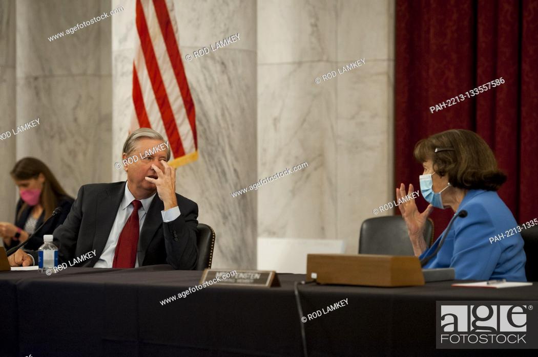 Photo de stock: United States Senator Lindsey Graham (Republican of South Carolina), Chairman, US Senate Judiciary Committee, left, and United States Senator Dianne Feinstein.