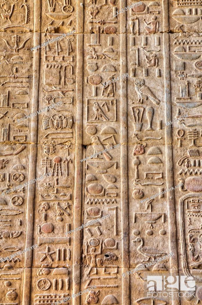 Imagen: Hieroglyphs, Bas Reliefs, Sanctuary of Horus, Temple of Horus, Edfu, Egypt.