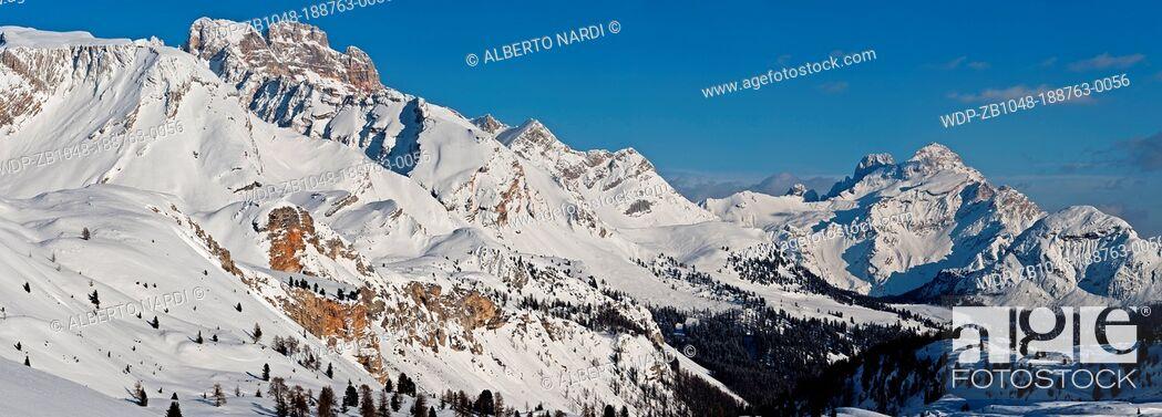 Imagen: Fanes-Sennes-Braies Dolomites Natural Park, Mt Croda Rossa, Mt Cristallo 3221 m from Sennes Alpine Hut, Sudtirol, Italy.