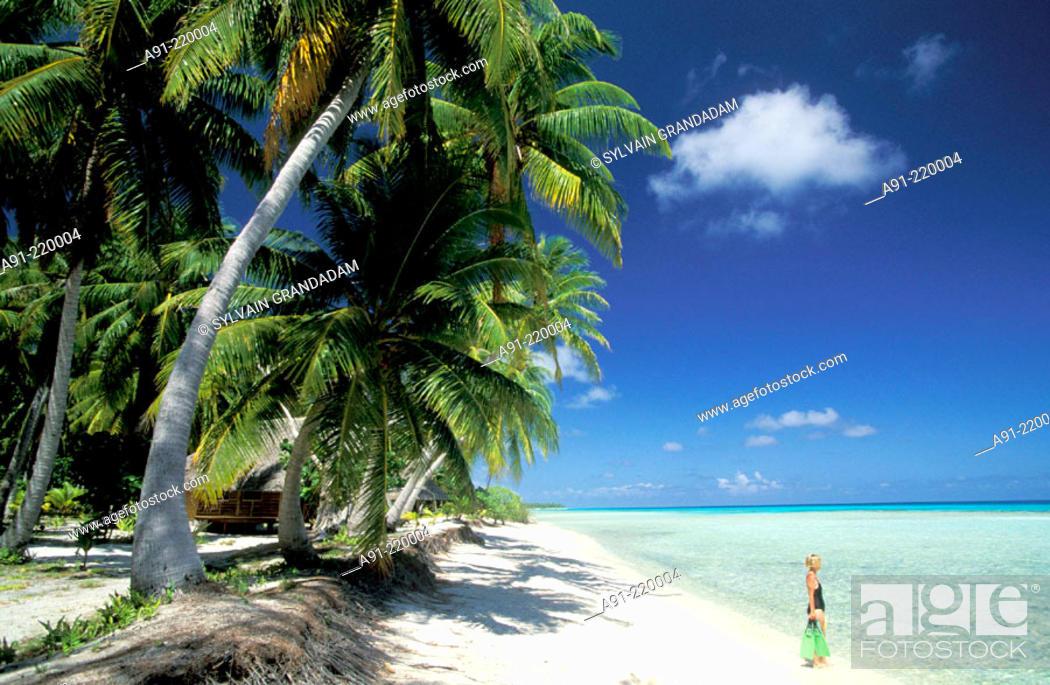 Stock Photo: White sand beach and Lagoon in Rangiroa atoll. Tuamotu Islands. French Polynesia.