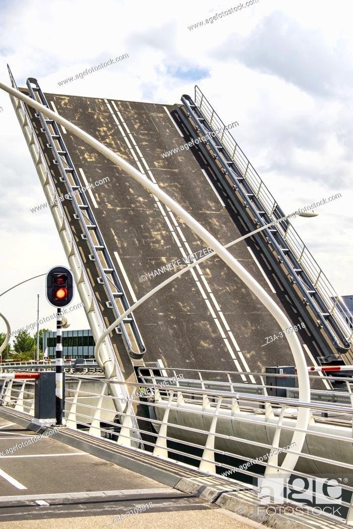Photo de stock: Open drawbridge at the Zaanse Schans, North-Holland, the Netherlands, Europe.